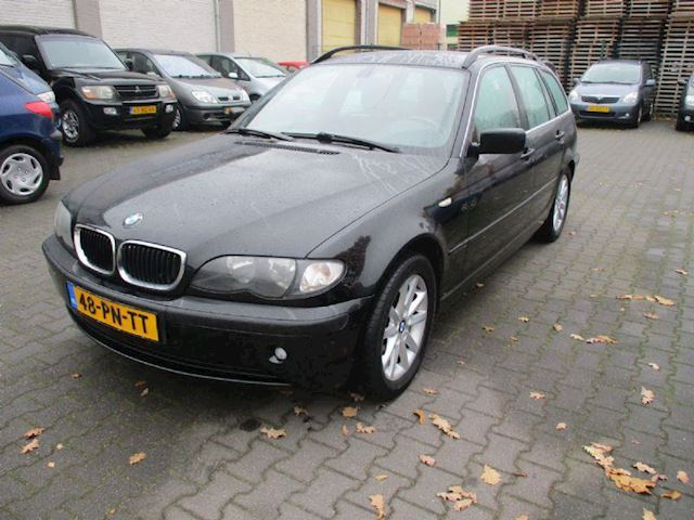 BMW 3-serie 318i high executive LEER / NAVIGATI