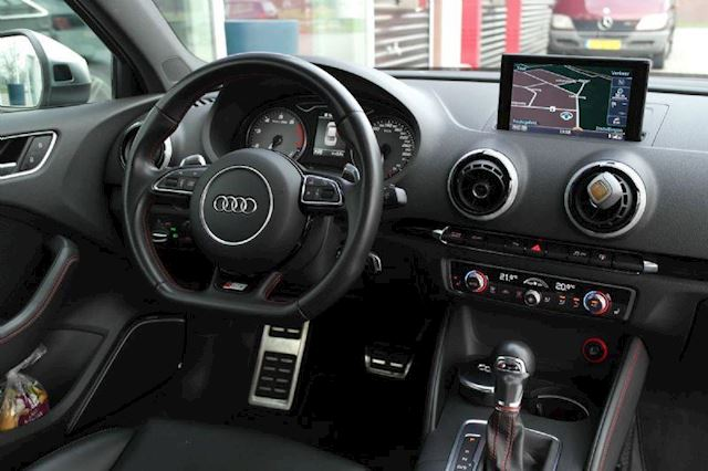 Audi S3 Audi S3 limousine 2.0 TFSI QUATRRO B&O S-Tronic camera full options