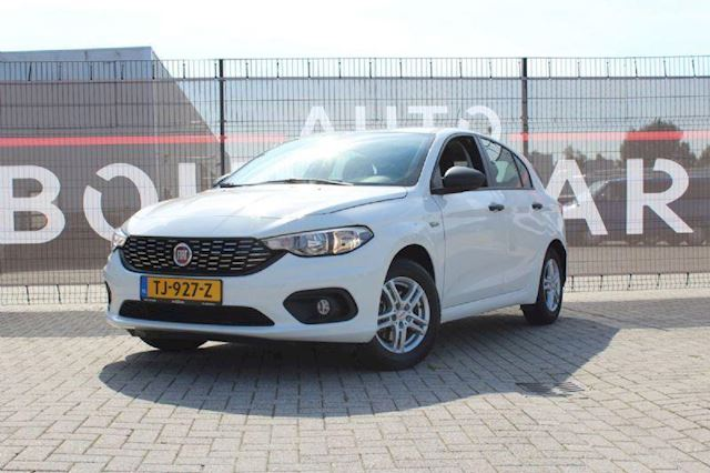 Fiat Tipo 1.4 16v Pop, PDC, Trekhaak, APK 11/2021, stuurbediening, Airco, cruise control.
