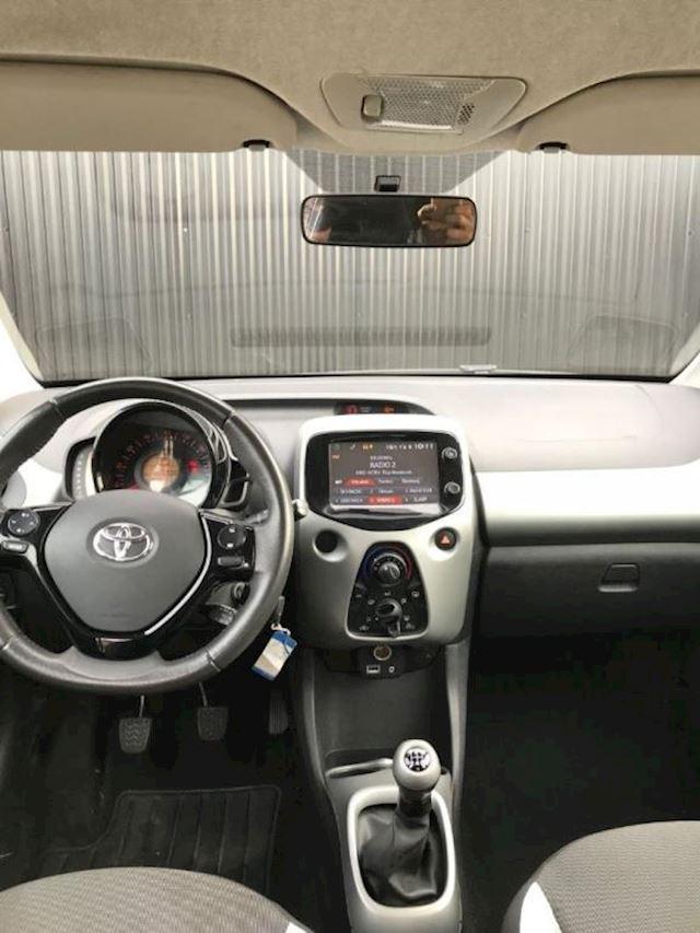 Toyota Aygo 1.0 VVT-i x-clusiv airco/led/navi/cruise