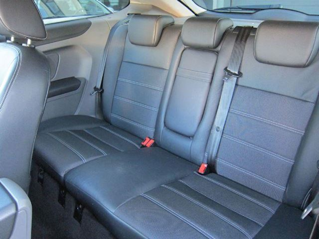 Ford Focus 1.6 TITANIUM LEDER NAVI CLIMA NW APK PRIVACY ZWART!!