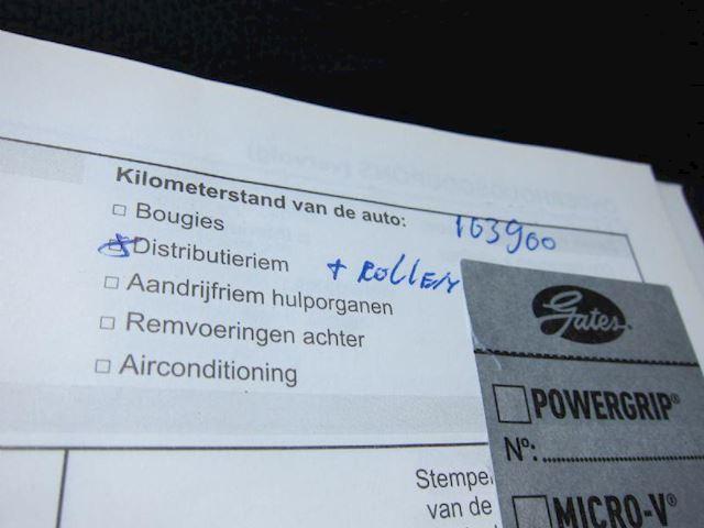 Dacia Duster 1.6 Lauréate  LEDER TREKHAAK DEALER AUTO NW APK!!