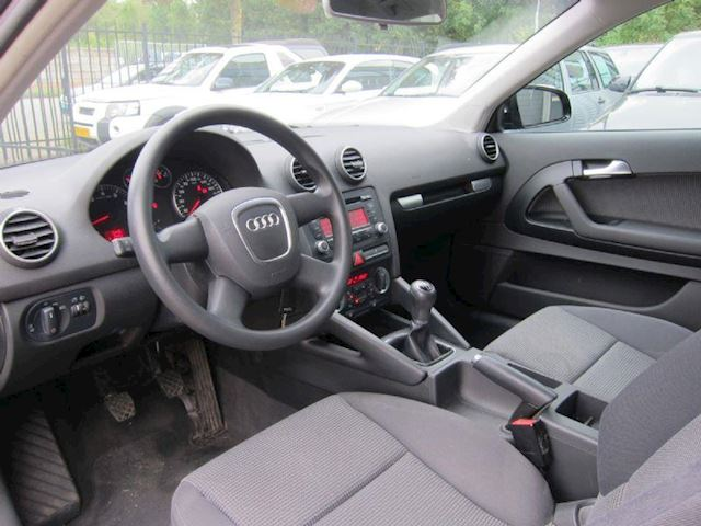 Audi A3 1.6 Attraction Pro Line CLIMA LMV NW APK ORG KM!!