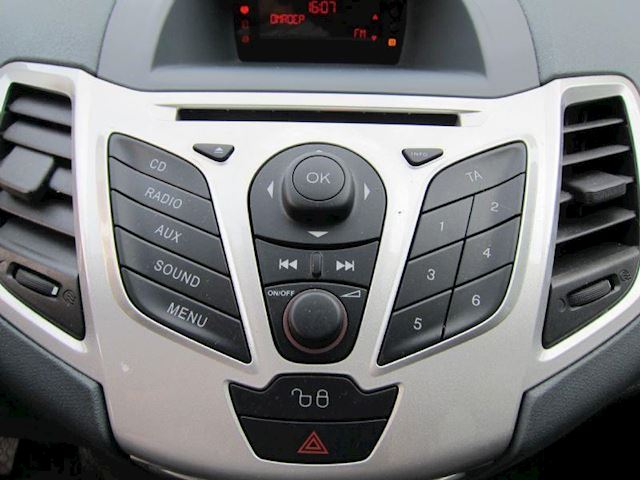 Ford Fiesta 1.25 Titanium WIT 5 DEURS LMV NW APK DEALERAUTO!!