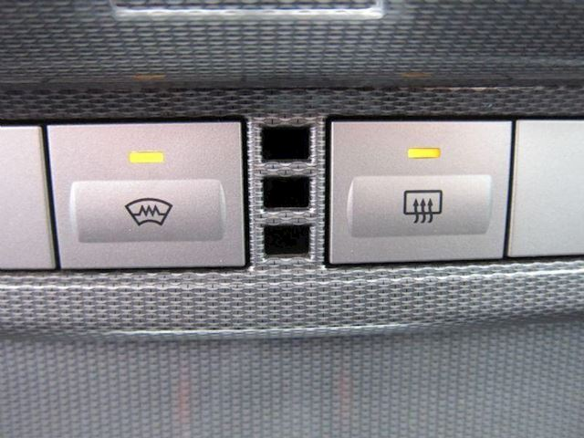 Ford Focus 1.6-16V Titanium CLIMA NAVI LMV 5 DRS ZWART!!