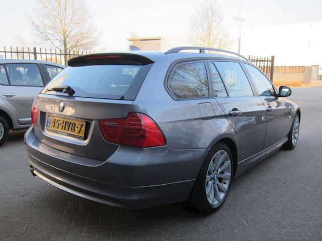 BMW 3-serie Touring 318i Executive NAVI TREKHAAK DEALER ONDERHOUDEN NAP ORG NL!!