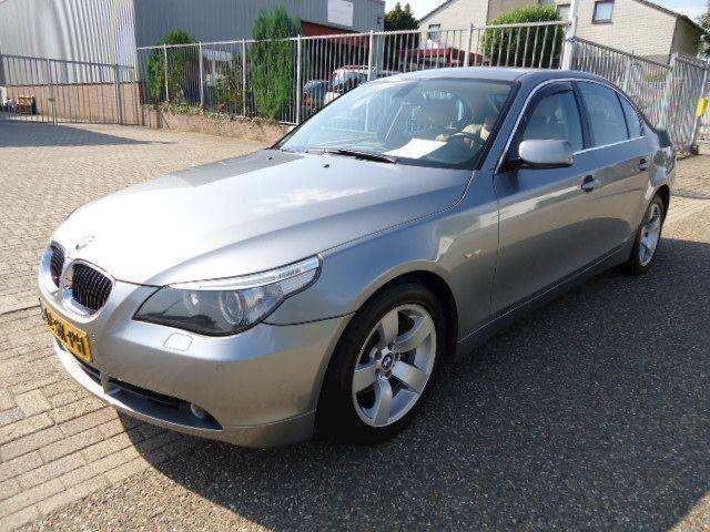 BMW 5-serie 525i high executive out NAVI-LEER-XENON NAP