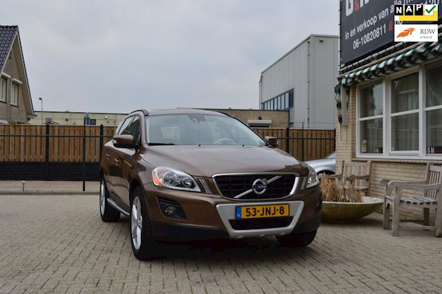 Volvo XC60 2.4D FWD Momentum R-Design