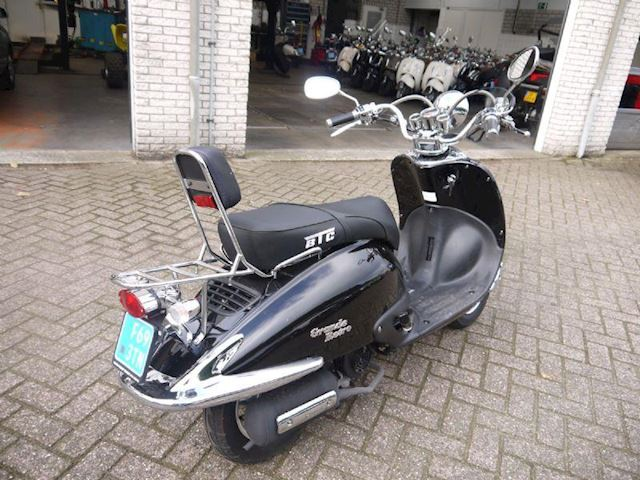 Scooter Retro 25 Sixties (ex verhuur)