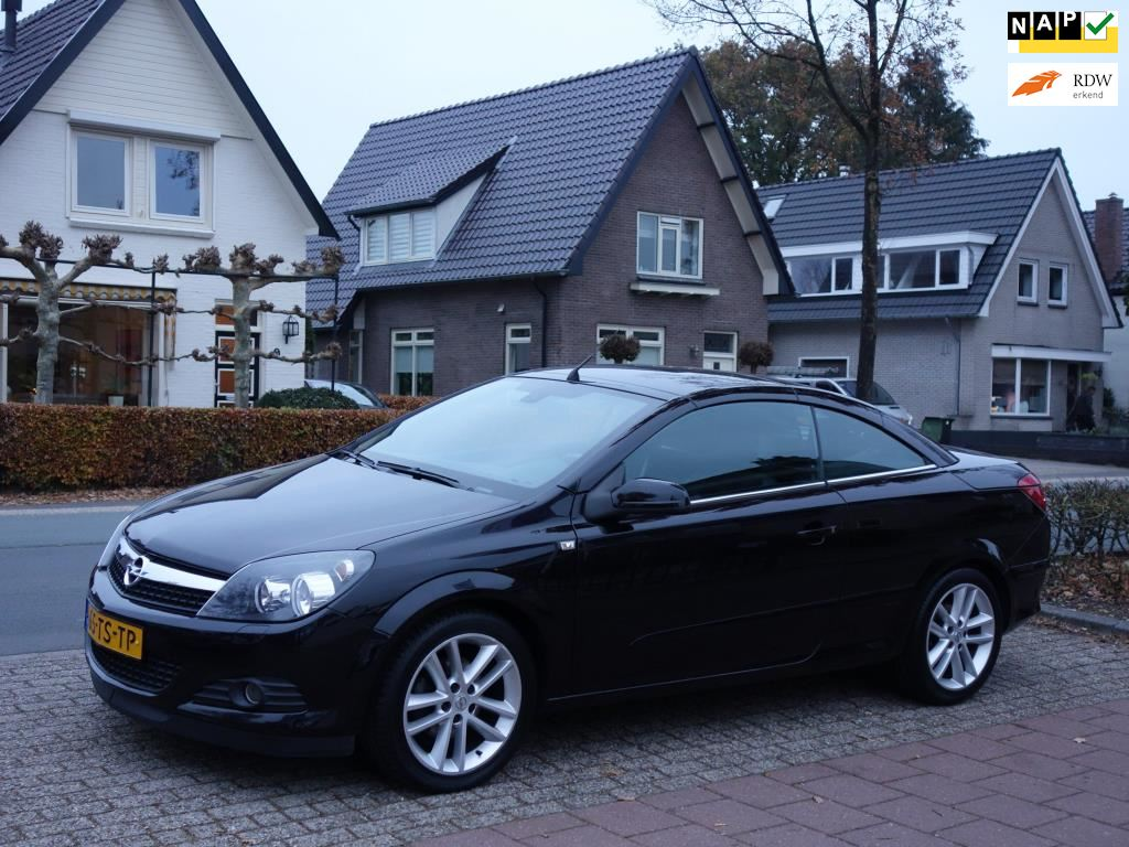 Opel Astra occasion - De Vries Automotive Apeldoorn