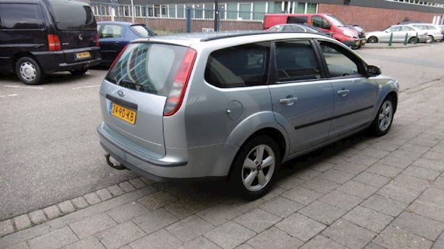 Ford Focus 1.616v first edition 74kW Apk/Airco/Cruise/Prachtige auto/Cd/Boekjes/Trekhaak