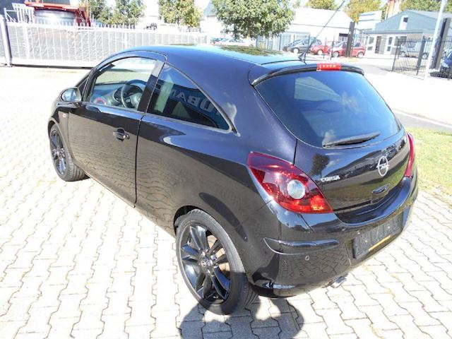 Opel Corsa 1.4 16v Sport color edition