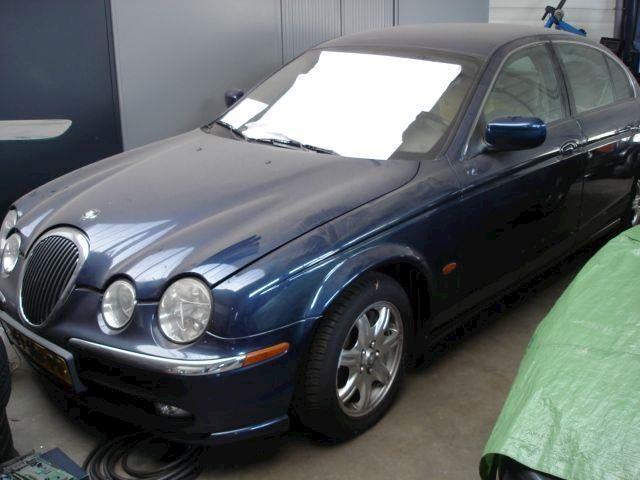 Jaguar S-type S-type 3.0 V6 bak is niet 100% benzinepomp in tank stuk