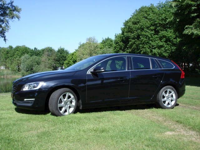 Volvo V60 2.0 D3 Momentum Geartronic automaat 5 Cylinder