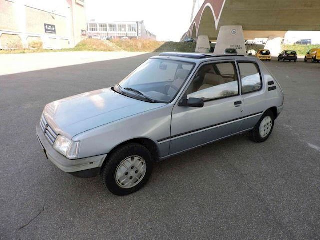 Peugeot 205 1.1i XL Hawaii
