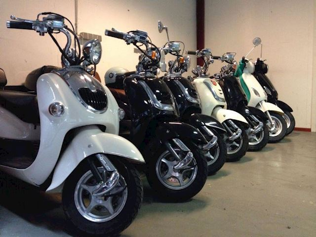 Scooter Diverse Snorscooters - Brommers - Motorscooters 125 cc