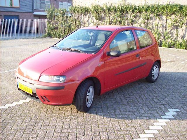 Fiat Punto occasion - Car Sales Waalwijk