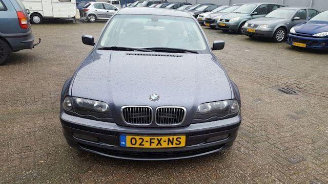 BMW 3-serie 323i Executive rijd super