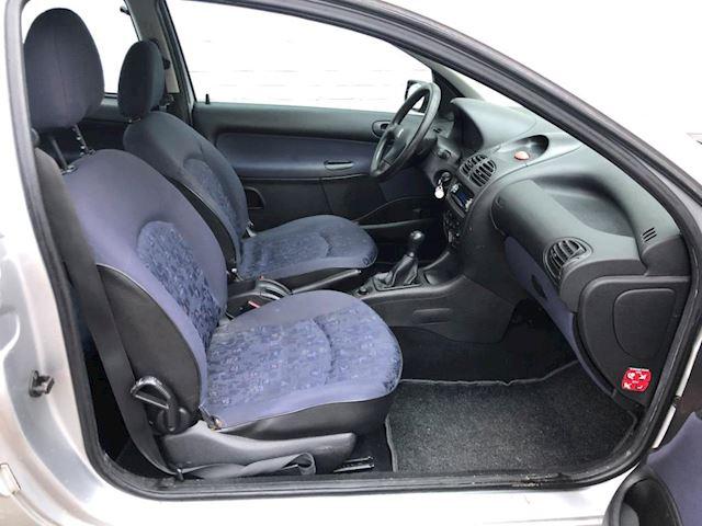 Peugeot 206 1.1 met 115.500km NAP elek.ramen