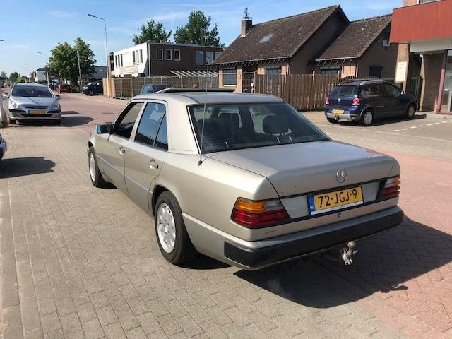Mercedes-Benz 200-500 (W124) 230E