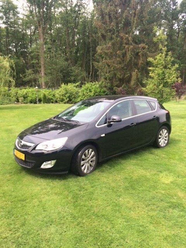 Opel Astra 1.7 CDTi Cosmo 92 KW