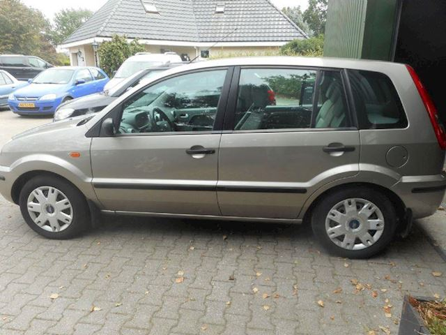 Ford Fusion 1.6-16V Trend bj 2003 airco hoogzitter