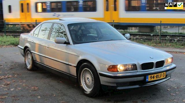 BMW 7-serie 735i Executive Nieuwstaat Youngtimer