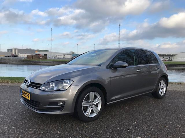 Volkswagen Golf 2.0 TDI Business Edition R Connected Massagestoelen, Navi
