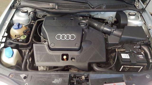 Audi A3 Audi A3 1.6 Ambiente / Schuifdak / Sportvelgen