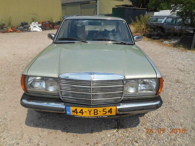 Mercedes-Benz 200-280 (W123) 200-280 (W123) 300 D 5 cyl.