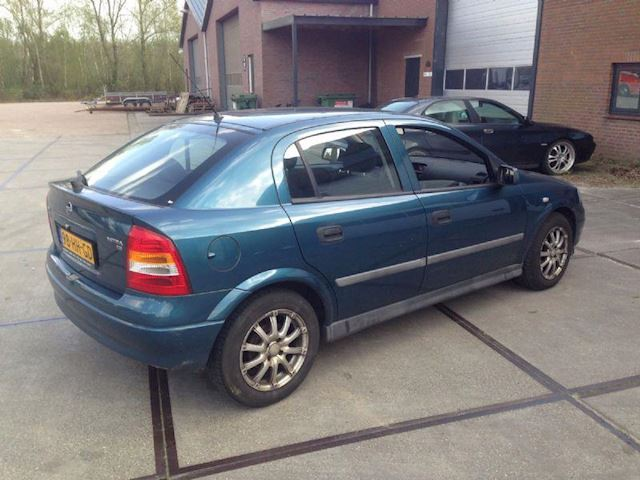 Opel Astra 1.6 Pearl 8V 5DRS Airco HB 2001 GERESERVEERD