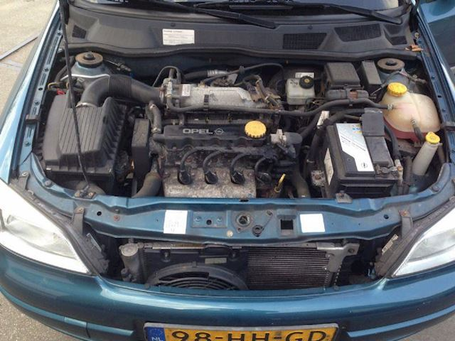 Opel Astra 1.6 Pearl 8V 5DRS Airco HB 2001 GERESERVEERD !!