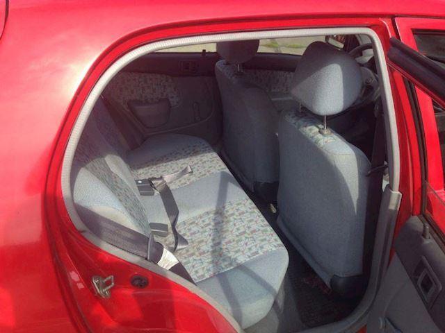 Toyota Starlet 1.3 XLI 5D GERESERVEERD !!!