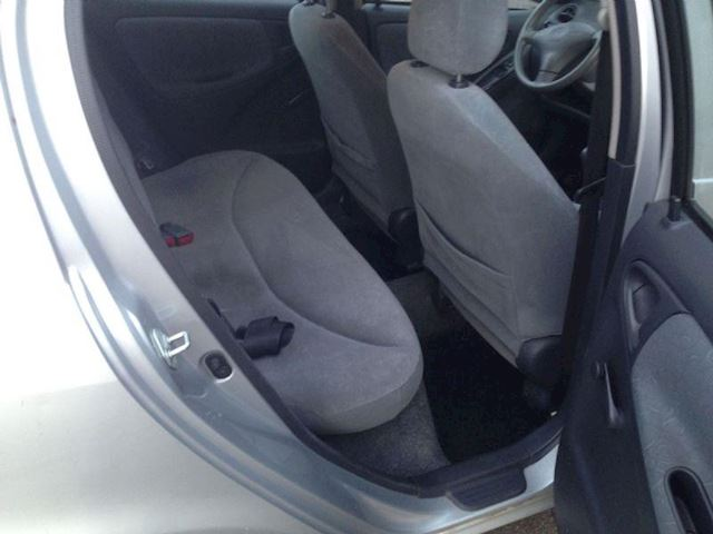 Toyota Yaris 1.3 16v VVT-i Luna 5drs. Airco GERESERVEERD!!