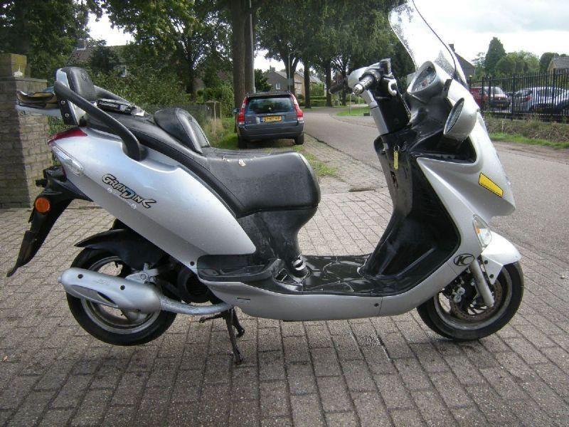 kymco grand dink 50 2 persoons scooter 2005 benzine. Black Bedroom Furniture Sets. Home Design Ideas
