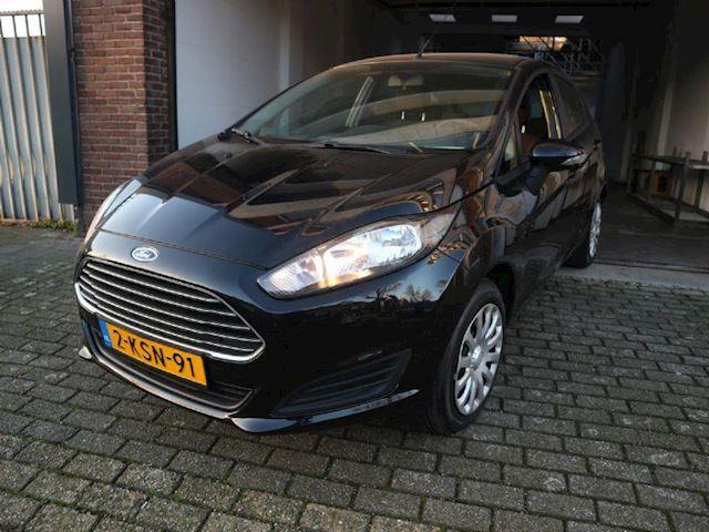 Ford Fiesta 1.0 Style Navigatie Systeem, Airco, Apk, NAP, Dealer onderhouden!