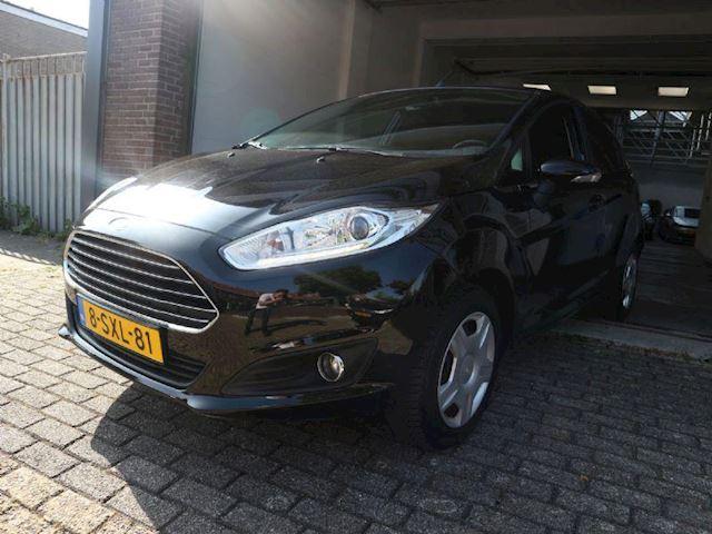 Ford Fiesta 1.0 EcoBoost Titanium Navigatiesysteem, Parkeer Sensor, Cruise Control, Apk, NAP, airco ( automatisch )!