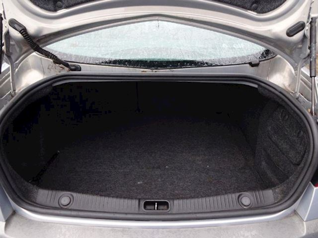 Renault Megane Mégane 2.0-16V Dynamique Comfort NAP,APK,NWE DISTRIBUTIE REIM