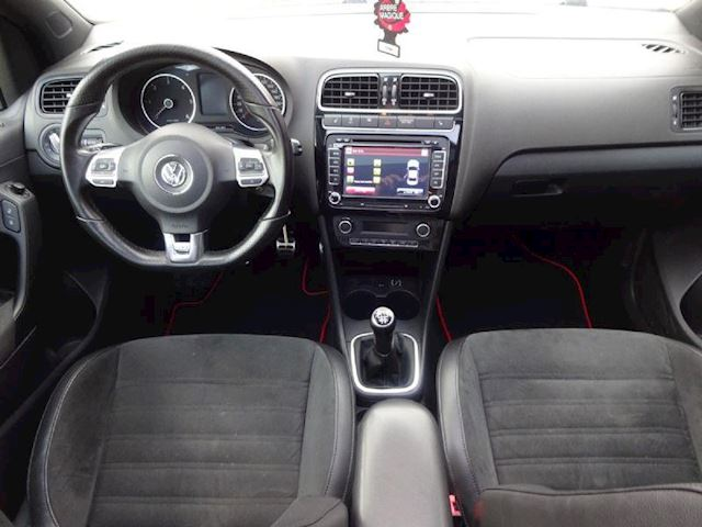 Volkswagen Polo 1.6 TDI Highline XENON,PANO,GTI LOOK, NIEUWE APK.