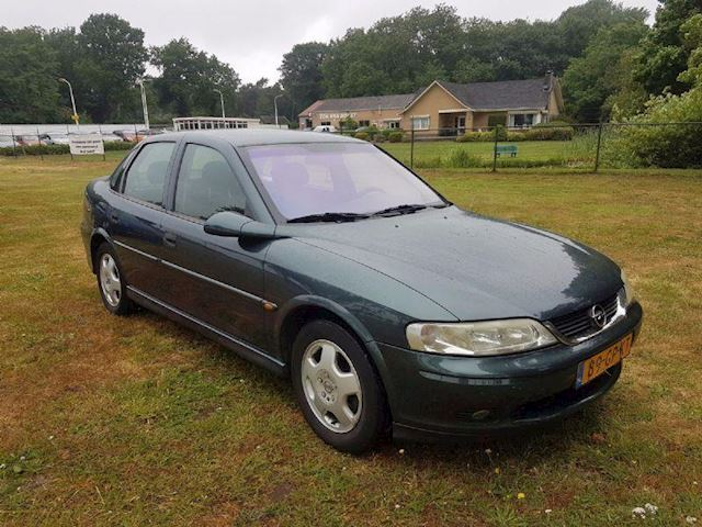 Opel Vectra 1.8-16V Business Edition
