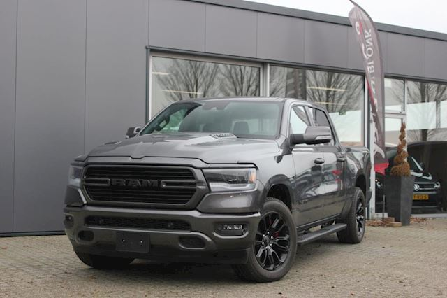 Dodge Ram 1500 5.7 V8 Crew Cab 5'7 SPORT BLACK PACKAGE / 360 CAMERA / 20 INCH / APPLE CARPLAY / MY2019 / UIT VOORRAAD