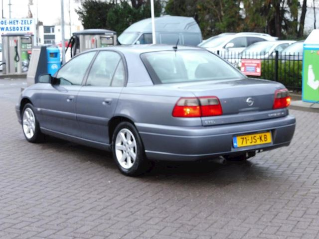 Opel Omega 2.6i V6 Executive Edition
