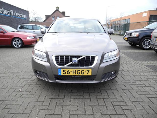 Volvo V70 2.4 D5 Momentum geartronic automaat 248.000 km NAP !!
