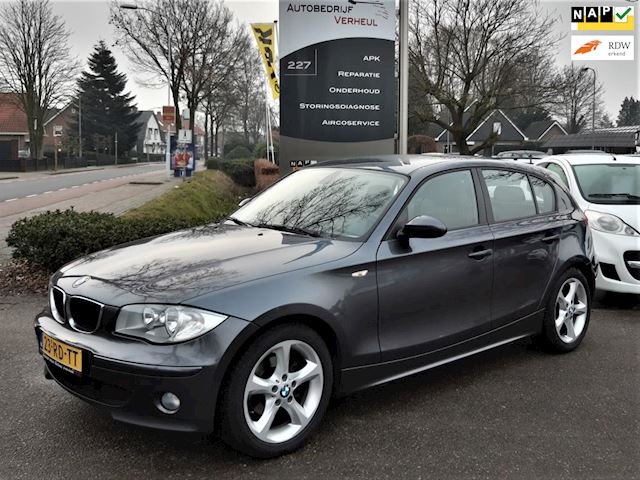BMW 1-serie 118i High Executive 5-Drs Clima Cruise Parkeersensor Nap Boekjes