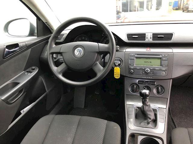 Volkswagen Passat 1.6 FSI 6-bak Navigatie Airco Trekhaak