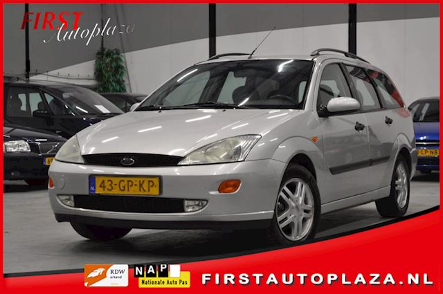 Ford Focus Wagon 1.6-16V Collection AIRCO/PARKEERSENSOR/TREKHAAK NETTE AUTO !