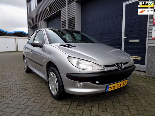 Peugeot 206 1.4 Gentry //AIRCO//AUTOMAAT//5-DRS//Trekhaak!