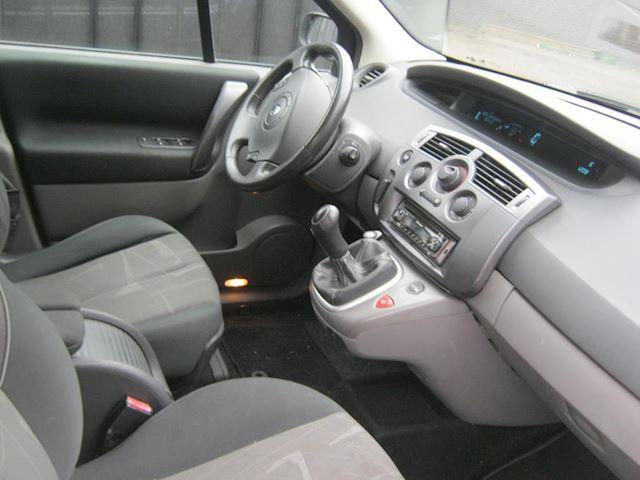Renault Grand Scénic 1.6-16V Dynamique Comfort