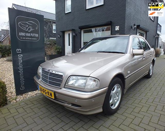 Mercedes-Benz C-klasse 240 Elegance Select in nieuwstaat!