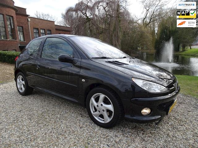 Peugeot 206 1.6 HDiF Griffe AIRCO/leer *apk:03-2019*